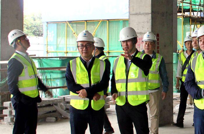 陆烜一行到江苏省建筑工程集团有限公司项目现场参观 梁思赫 摄1.jpg