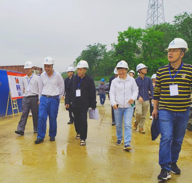8公司领导与检查组成员来到施工现场。杨弘桦摄_631x600.jpg